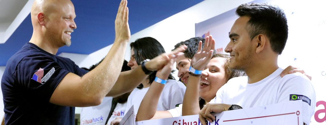 """Jóvenes programadores innovan en """"Cihuahack"""""""